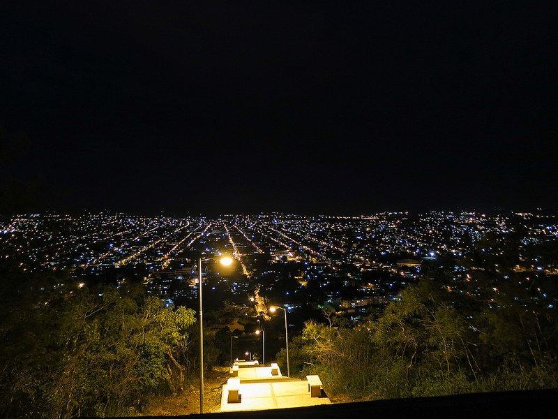 holguin-de-noche-cuba